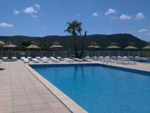 Location caravane languedoc roussillon for Piscine depot uzes