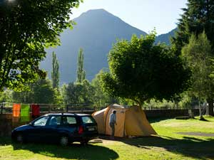 Camping france camping hautes pyr n es for Camping haute pyrenees avec piscine