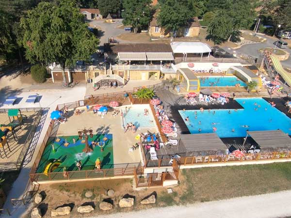 Campsite with water park france campsite with water park for Camping en dordogne avec piscine