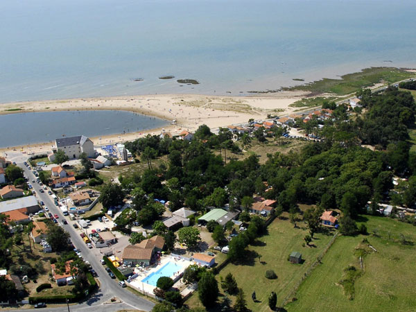 9 au bon air for Camping poitiers avec piscine