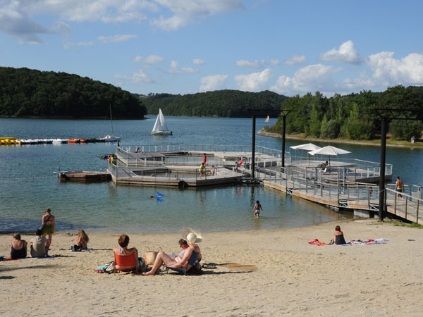 Camping avec piscine cantal for Cantal camping avec piscine