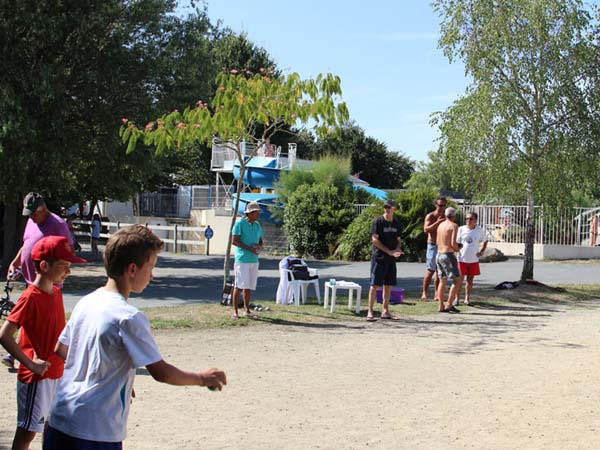 Campsite with water park france campsite with water park for Camping de la piscine brittany