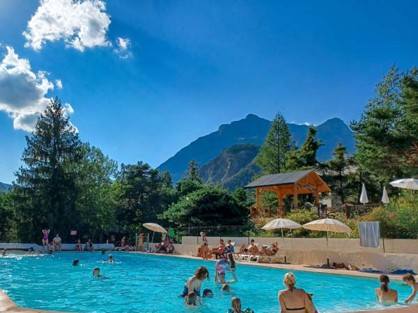 Camping rioclar for Camping haute provence avec piscine