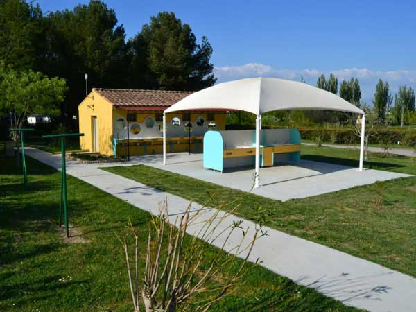 camping avec parc aquatique vaucluse. Black Bedroom Furniture Sets. Home Design Ideas